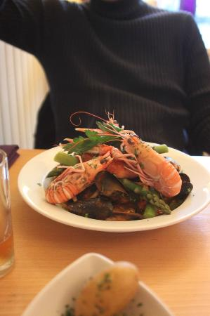Na Mara Restaurant: Scallops, mussels, hot smoked salmon, asparagus and linguine pasta