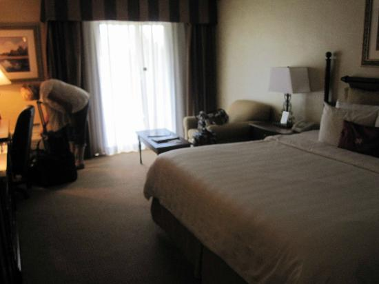 Crowne Plaza  Resort Asheville: Roomy, you can see 2 of the decorative pillows on the bed