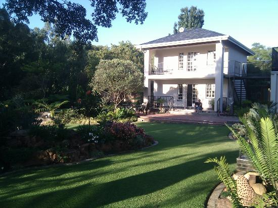 Gallo Manor Country Lodge: View of the Garden House