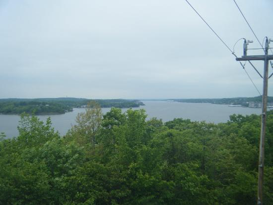 Willmore Lodge: View of lake from scenic overlook