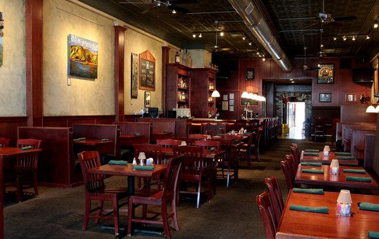 Henry's Pub : Our restaurant as you walk in!