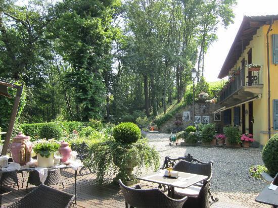 Hotel Villa Beccaris: patio