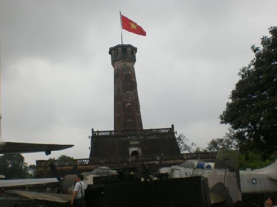 Vietnam Militærhistoriske Museum: Old French watchtower atArmy museum