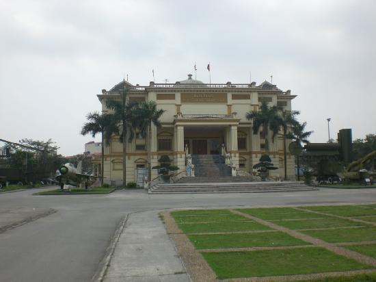 Vietnamese Air Force Museum: grounds of Air force museum