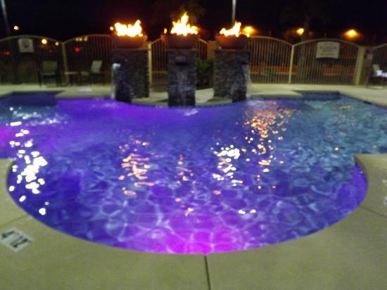 Staybridge Suites Tucson Airport: pool at night