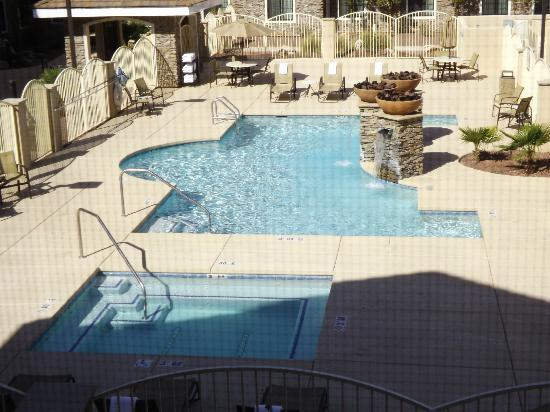 Staybridge Suites Tucson Airport: pool in the morning