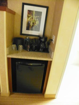 Courtyard Medford Airport : Coffee bar abd fridge