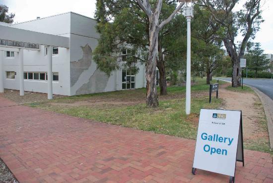 Canberra School of Art Gallery: Outside the School of Art Gallery