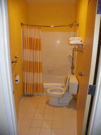 SpringHill Suites Prescott: the bathroom