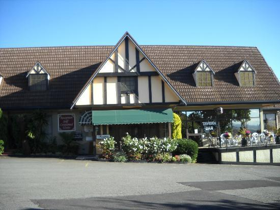 Village Family Motor Inn: Reception and dining...