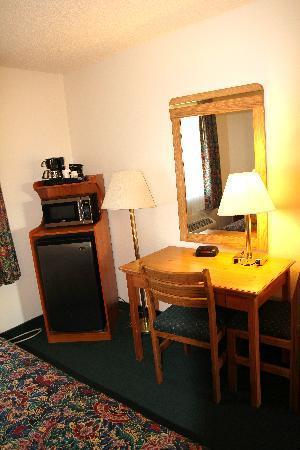 Palomar Inn: Refg,/Micro./Coffee Maker in every room