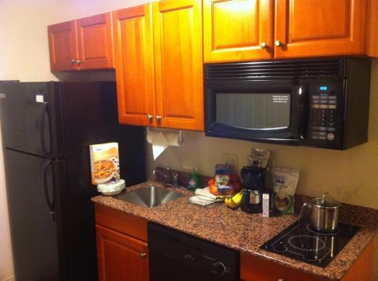Candlewood Suites Knoxville Airport-Alcoa: kitchen