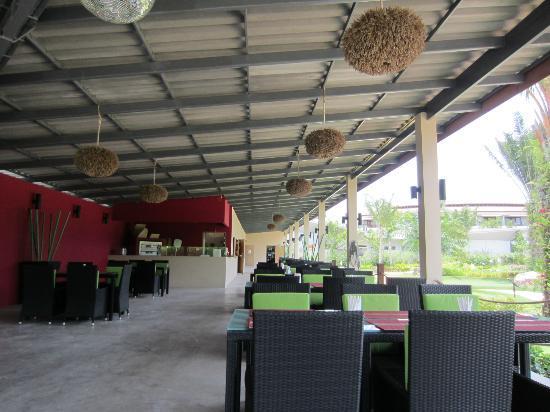 Phuket Adventure Mini Golf: bar