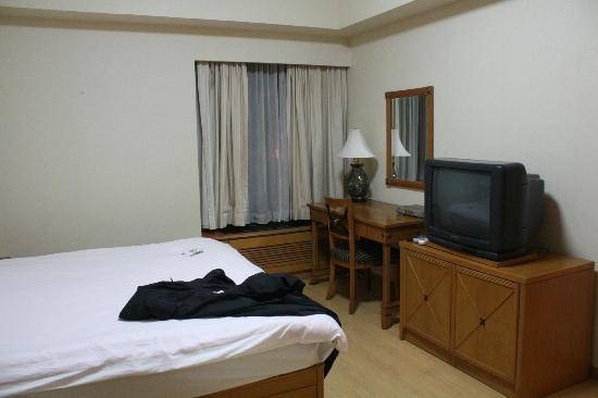 Huihaoge Service Apartment: Other view of main bedroom