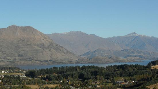 Poppy's Bed & Breakfast: Lake Wanaka views from Poppy's B&B