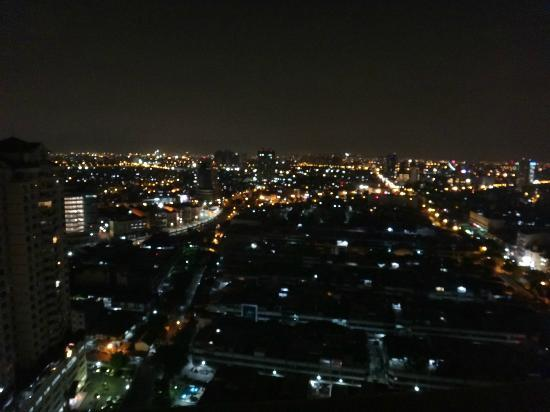 BEST WESTERN Mangga Dua Hotel and Residence: city view at 3 am on the 27th floor