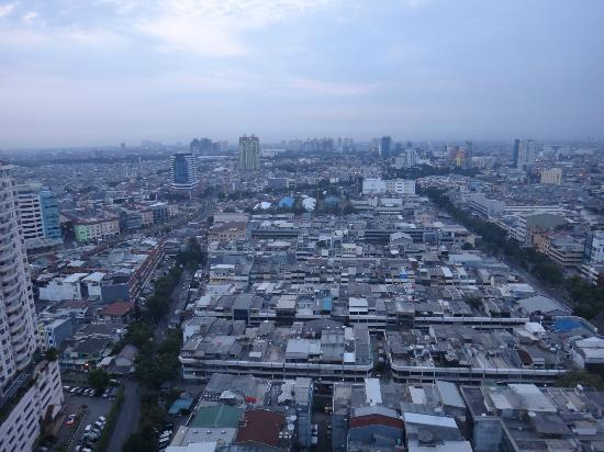BEST WESTERN Mangga Dua Hotel and Residence: city view early in the morning