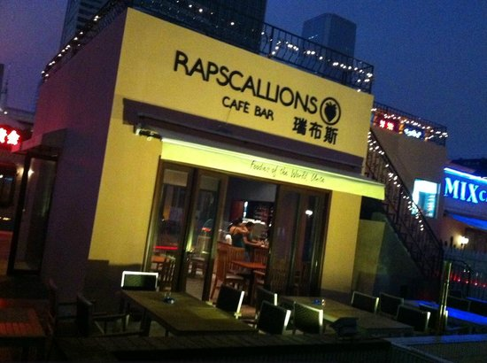 Rapscallions Cafe Bar: Rapscallions fron the street