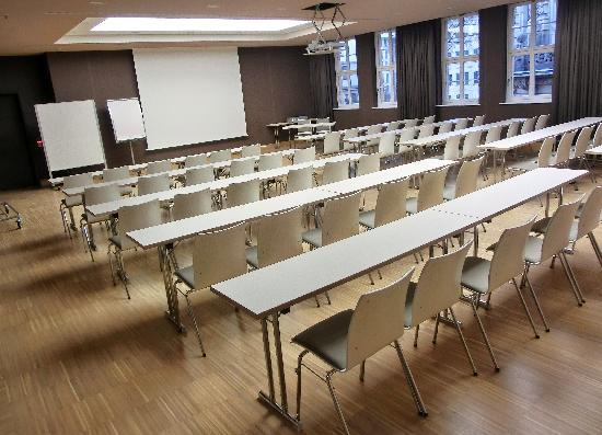 Hyperion Hotel Dresden am Schloss: Konferenzräume im 1. OG mit Blick aufs Schloss