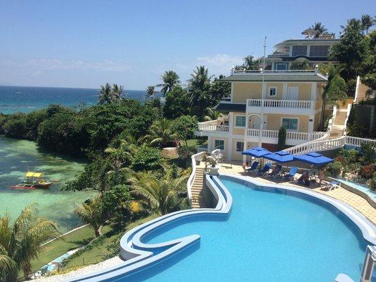 Monaco Suites de Boracay: 泳池畔的景