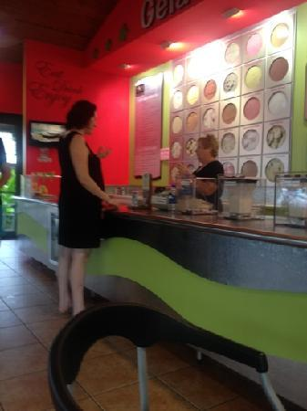 Shakes Gelati bar: Ordering ice cream at the counter