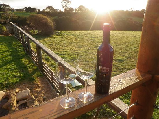 Lathami Lodge: Enjoy wine at sunset, while relaxing on the deck.
