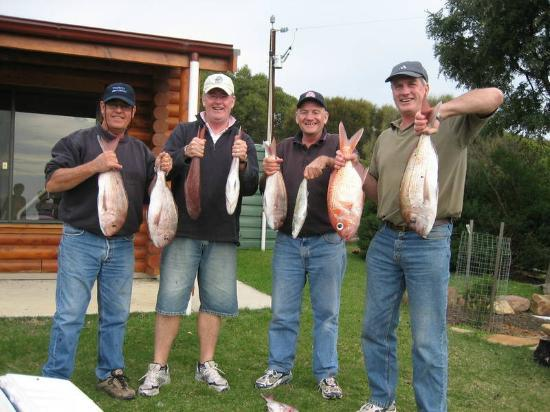 Lathami Lodge: Happy visitors displaying their catch