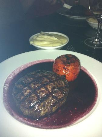 Coffee Bar: Hamburger, Red wine