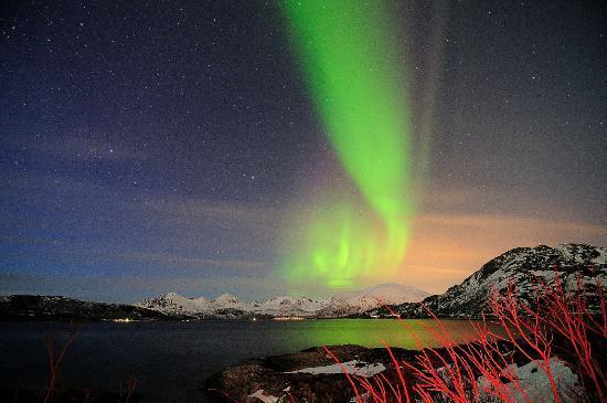 The AuroraChaser Kjetil Skogli: The Lights begin to emerge.