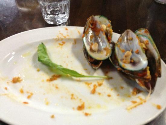 La Bella Italia: Mussle for starters...didn't even made it for the cameras