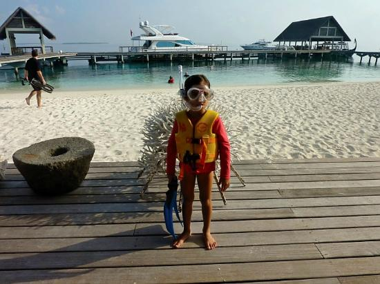 Four Seasons Resort Maldives at Landaa Giraavaru: Kids' Club snorkel activity