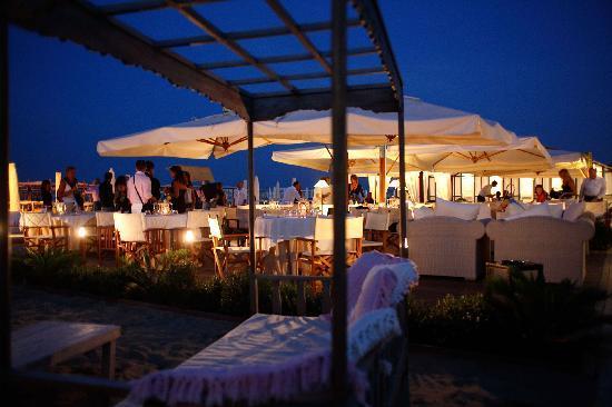 Hotel Lungomare : Spiaggia di notte