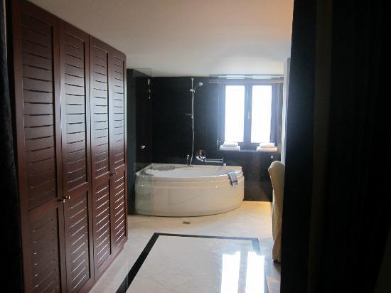 Portaria, Grecia: bathroom
