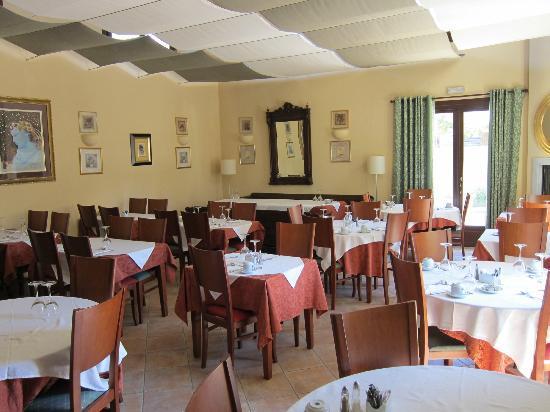 Maritsa's Hotel-Suites: Restaurant