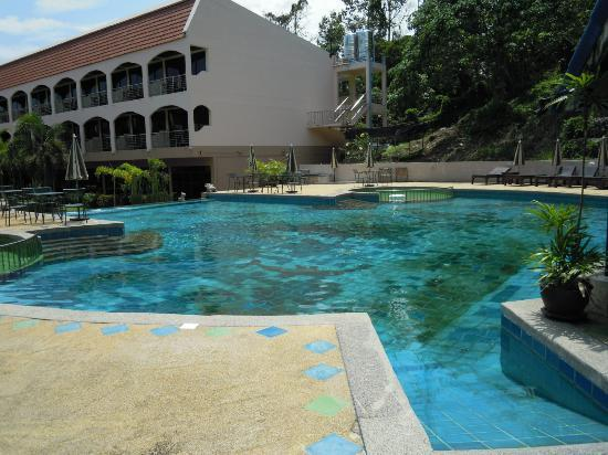 Check Inn Resort Krabi : Piscine propre et spacieuse