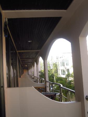 Check Inn Resort Krabi : Vu sur les autres balcons