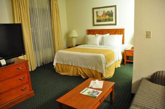 Residence Inn Phoenix Airport: das durchgelegene Bett