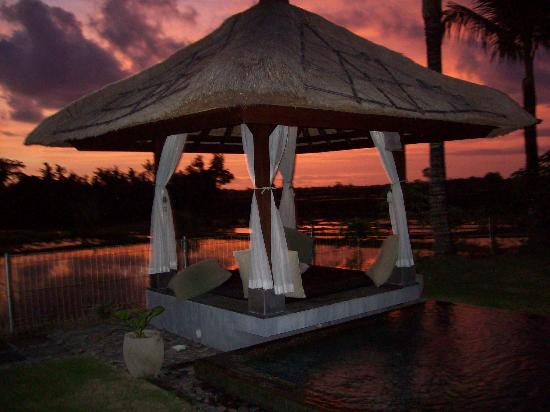 Villa Kaba Kaba Resort Bali: The sky turns crimson