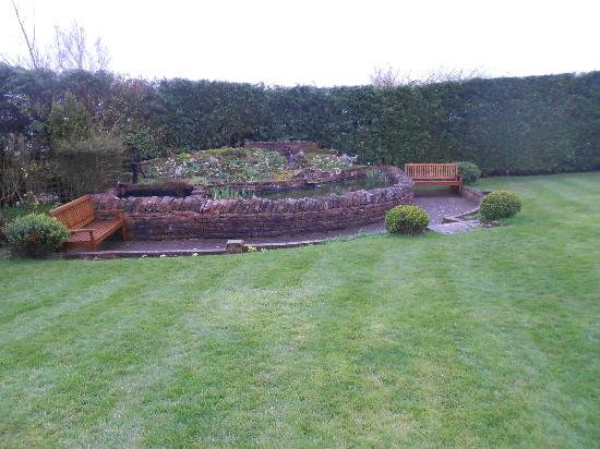 Roundthorn Country House: garden