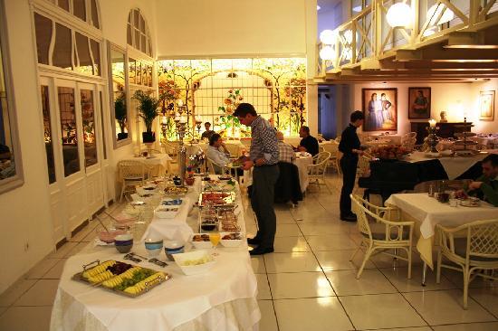 Bamberger Hof Bellevue: Breakfast room