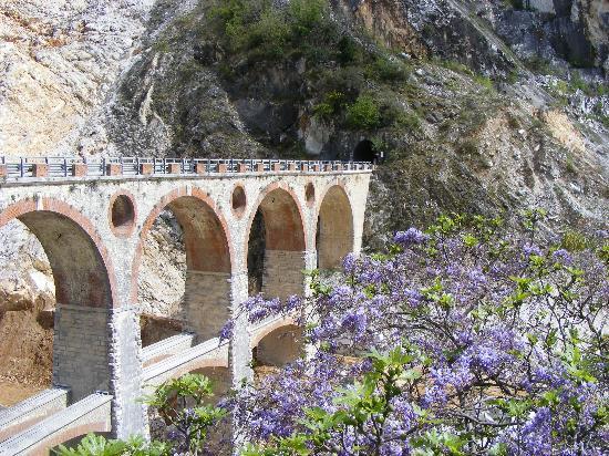 Carrara, Italy: i ponti di Vara