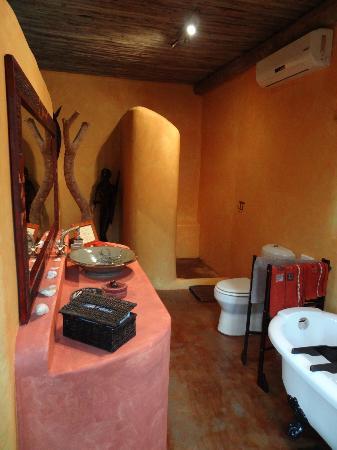 Kwalucia Private Safari Retreat: half open bathroom