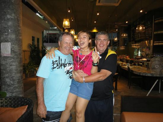 Bukit Restaurant & Cafe: Our waitress Nu (Chicky Ranga) with Ian & Allan from Newcastle NSW Australia