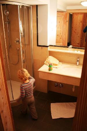 Hotel Vier Jahreszeiten: bathroom