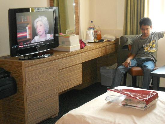 Strand Hotel: LCD TV
