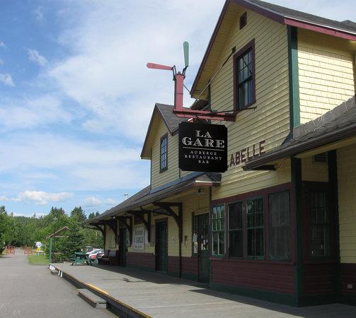 La Gare Auberge Restaurant Bar: Exterior