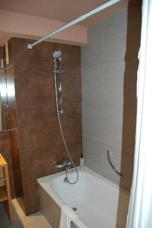 Protur Bonaire Aparthotel: Bathroom - great shower!