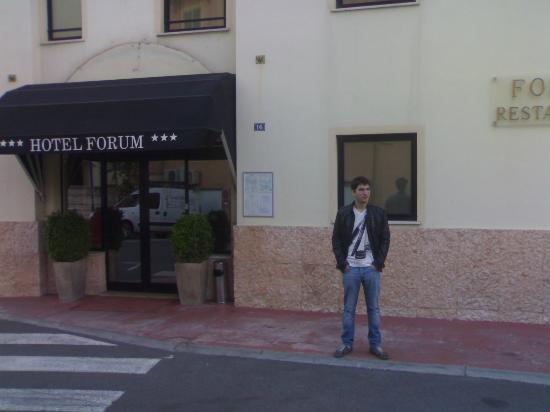 Hotel Forum: Front entrance