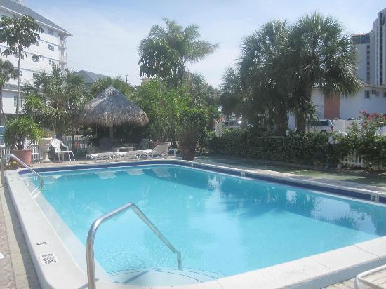 Sands Point Motel: Einstieg in den Pool