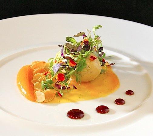 Lieu Restaurante: mousse de foie con puré de orejones, almendras fritas y micro mezclum